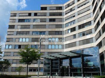 Moderne Ausstattung und beste Anbindung, 60528 Frankfurt, Bürofläche